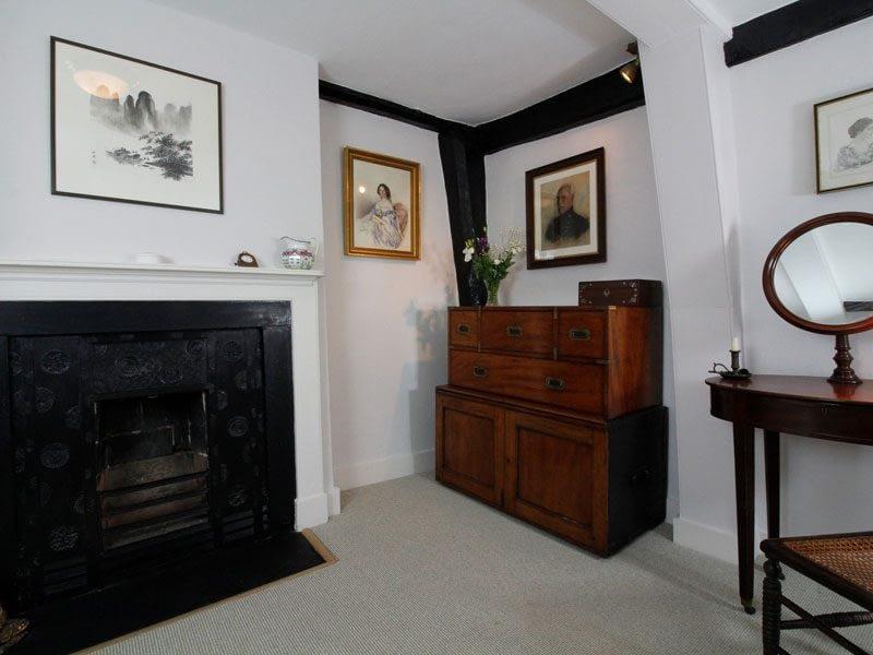 doubleroom-period-features
