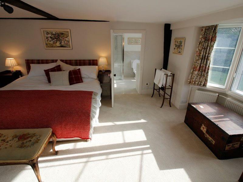 luxury-double-bedroom-ensuite